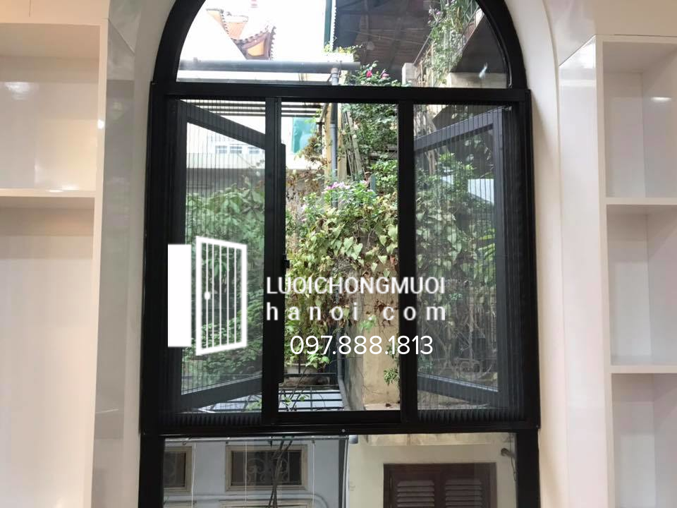 hình ảnh thi công cửa lưới chống muỗi cố định màu ghi cà phê tại Nguyễn Trãi